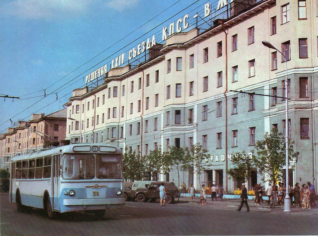 Картинка улицы города в советское время