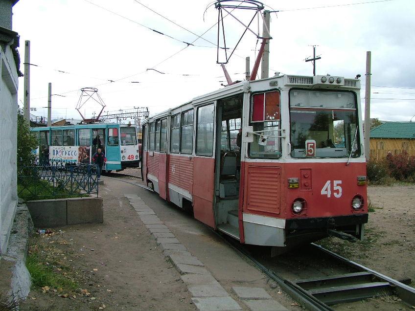 Трамваи 45 и 49 прибывают по